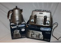 Boxed Delonghi Scultura toaster in stunning champagne design with matching kettle.