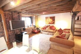 LARGE WAREHOUSE CONVERSION APARTMENT 2 MINUTES WALK TO CANARY WHARF STATION FULL OFF CHARACTER