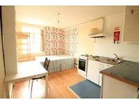 Newly refurbished studio apartment ideally located in N1. W/ seperate shower + washing machine