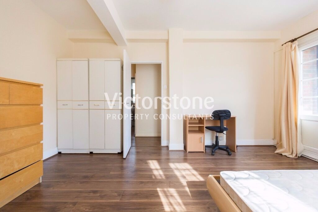 Three big double rooms, eat in kitchen by Camden Town station