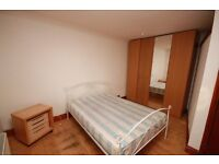 A spacious double room in a professional house share located close to Hammersmith Hospital