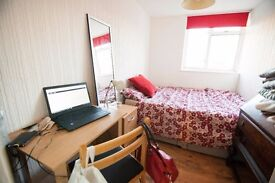 ONE DOUBLE BEDROOM IN THE HEART OF DALSTON!