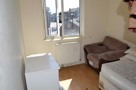 **JULY LET**Superb 4 Bedroom Maisonette In Romford RM11 Next to Hornchurch Underground Station!!