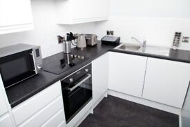 Short term let - Peaceful two bed apartment retreat in the heart of the city centre with parking