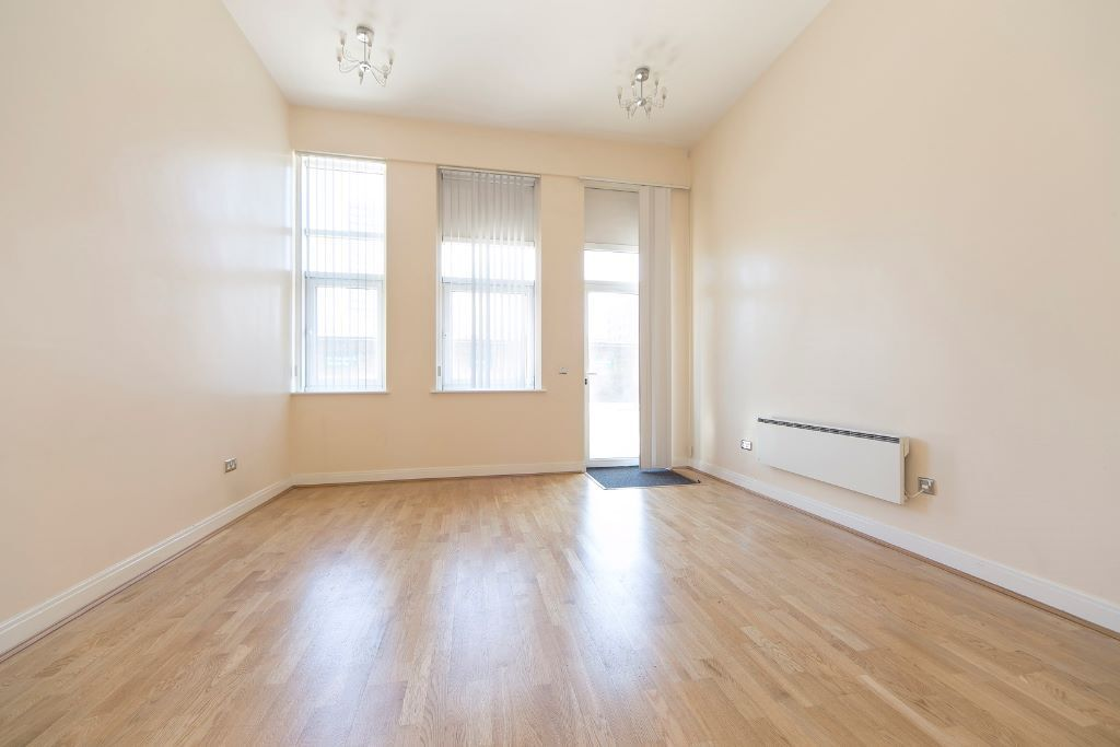 2 Bedroom 2 Bathroom Apartment With River View in Oyster Wharf Battersea