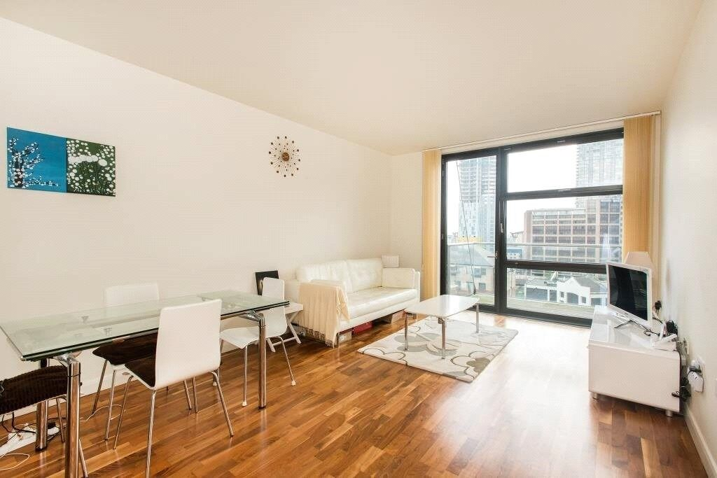 Luxury 1 bedroom apartment in Discovery Dock, close to Canary Wharf. Includes Leisure facilities