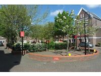 LARGE FIVE BEDROOM, THREE BATHROOM TOWNHOUSE - E14 - AVAILABLE MID AUGUST
