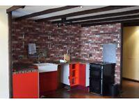 Massive size studio flat Close to woodford tube station- 850 pcm
