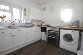 2 bedroom flat in Northumberland Gardens, Isleworth