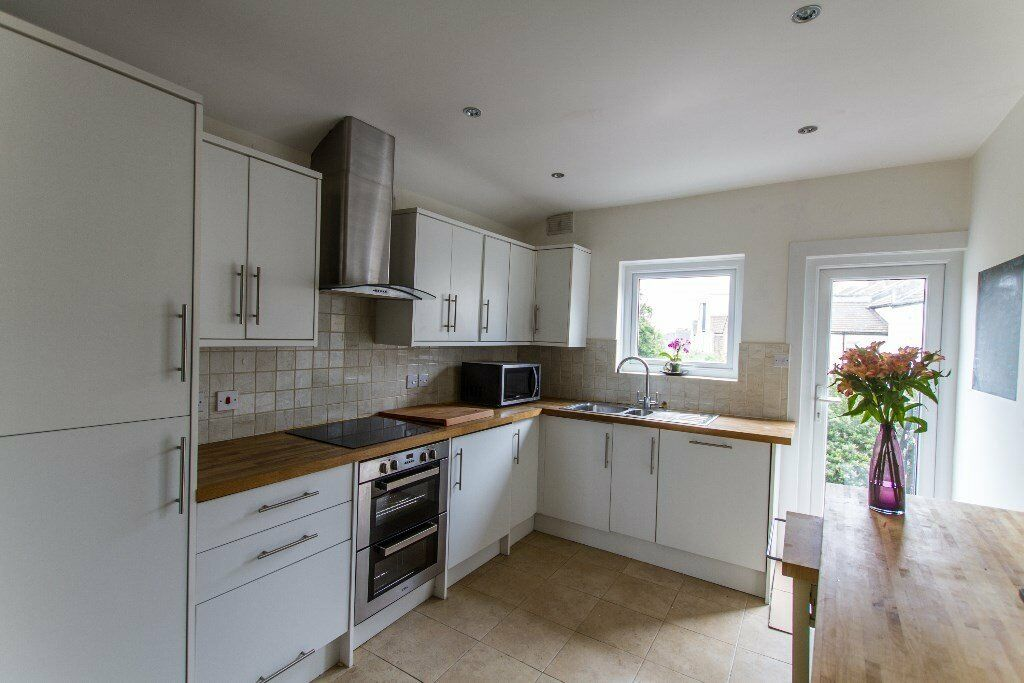 3 Bedroom flat, Kingston Road, Wimbledon Chase