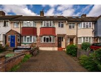 ***LINCOLN AVENUE, TW2 - A STUNNING 4 BED HOUSE WITH 2 BATHROOMS AND DRIVEWAY***