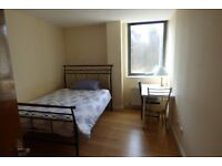 Lovely Spacious Double Room / Commercial Road, ZONE 2 / All Bills Inc / Available 22nd August !!!