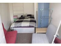 Modern Studio Available Now. £450per month including council tax. Minutes Walk From Centre