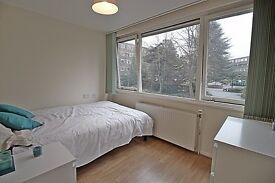 2 bedroom Flat to Rent in Brentford Dock Near High Street TW8