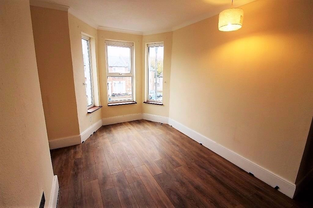 PROPERTY HUNTERS IS PLEASED TO OFFER A MODERN 3 BEDROOM APARTMENT IN ILFORD FOR £1500PCM!