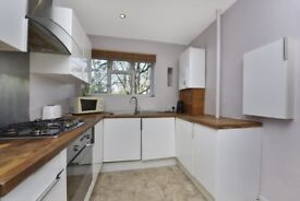 Modern 3 Bedroom Apartment Situated Minutes from Roehampton University
