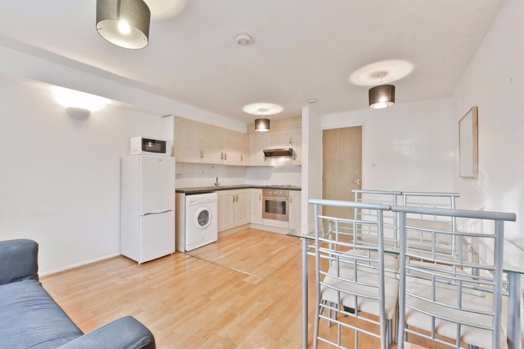 BOOK TODAY ONE BED APARTMENT IN AMBASSADOR SQUARE E14 AVAILABLE NOW FURNISHED E14 CALL TODay