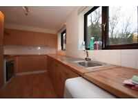 Superb town house up for rental minutes to Canary Wharf CALL Andy 07825 214488