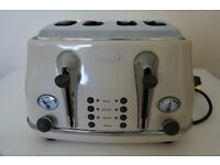 De'Longhi Vintage Cream Retro Toaster - Current Model - Bargain at only £20