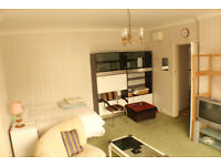Close to Station. Best Location. Big Studio. Double Bed. Inc Bills