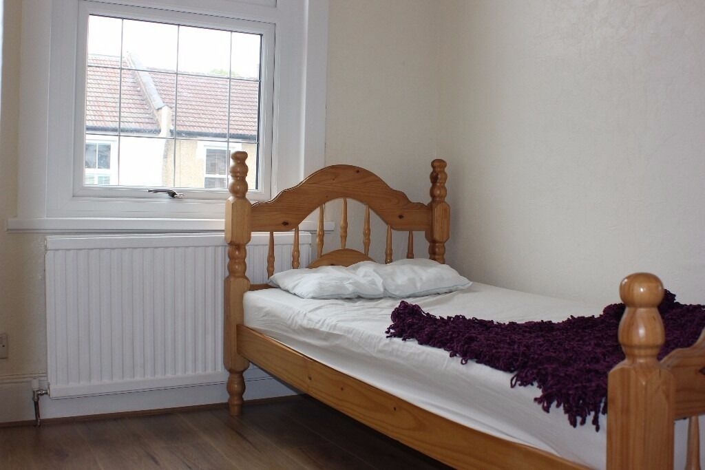 Offered to rent this newly refurbished single room in Enfield EN1