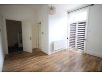 Ensuite Double room in Hounslow. Living room, garden. All bills inclusive