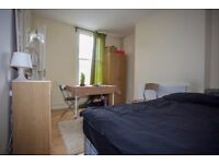 AVAILABLE EN-SUITE ROOM £150 SE13 5LE