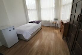 FANTASTIC GROUND FLOOR STUDIO NEAR ZONE 2 TUBE, 24 HOUR BUSES & TRAIN- JUST 10 MINS TO KINGS CROSS