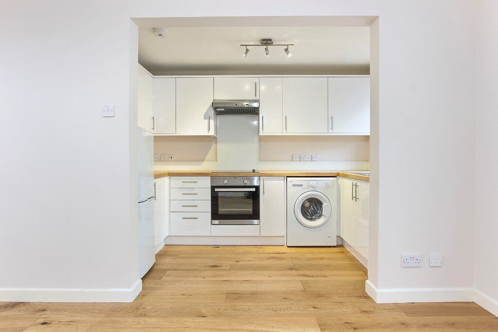 Newly Refurbished Large 1 Bedroom Apartment - Available Now!