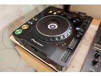 2x Pioneer CDJ 1000 MK2 CD Players Decks Turntables + 2x Kamcase Flight Cases
