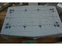 Large tablecloth (white with blue applique/embroidery) + 12 napkins