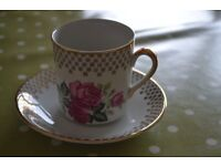 Pair of vintage tea cups and saucers - Rose and check print