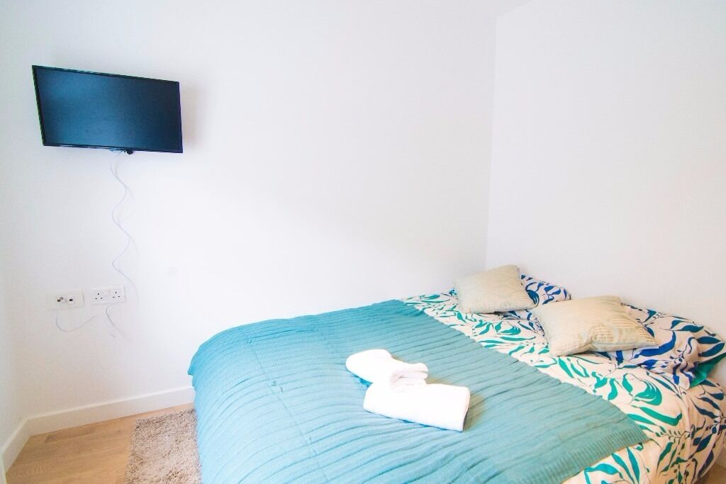 Self-contained Double Studio with separate kitchen in West Kensington W14
