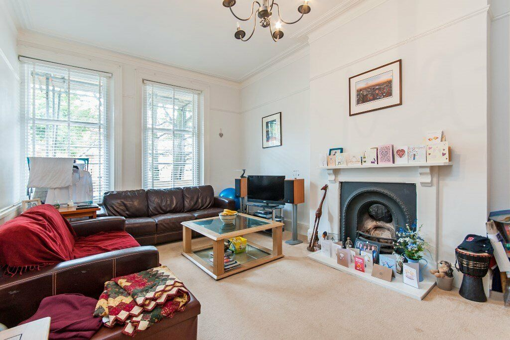 A stunning 1 x bedroom property with balcony in South Hampstead - A Must See
