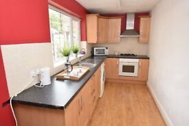 3 bedroom house to rent - students/young professionals in centre Fallowfield