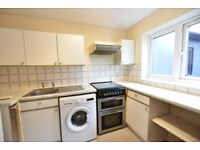 Newly decorated 3rd floor top floor 1 bed flat to let in Lee