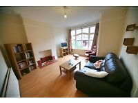 Massive 4 double bedroom, 2 bathroom house just off Street Lane, Roundhay! Available 03/02/17!