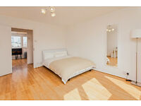 Large double bedroom in fantastic flat! Kitchen with great views of London! View NOW!