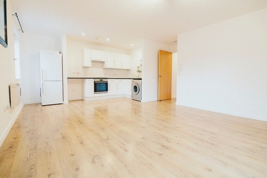 Two Bedroom Apartment To Rent Available Now Manchester Salford Quays
