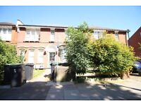!!! HUGE 2 BED FLAT WITH WOODEN FLOORS THROUGHOUT IN GREAT LOCATION TO FANTASTIC PRICE !!!!