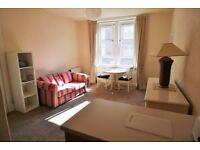 Bright and sunny, recently refurbished one bedroom third floor flat near fountainbridge