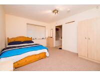 Large nice modern flat, short let. Can take up to 6 people, 2 toilets. Free parking. Starts £250p/w