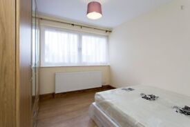 Bright and spacious double room close to WEST ACTON