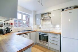 Lovely modern 2 Bed 2 Bath Flat in Tooting Bec. Water Rates Included. VIRTUAL VIEWINGS AVAILABLE.