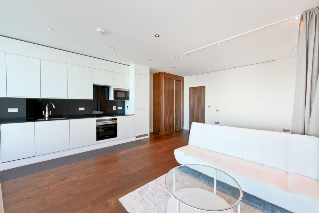 Studio flat in Arora Tower, Waterview Drive, North Greenwich, SE10