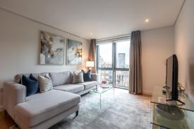 3 bedroom flat in Merchant Square East, London W2