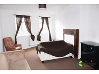 TWO BEDROOM AVAILABLE IN WOODFORD!