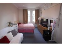 WEST KENSINGTON - Spacious, Bright, Airy STUDIO Flat with Separate Kitchen & Shower Room - W14