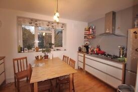 2 Bedroom Flat in Victorian Grove, Stoke Newington, London, N16