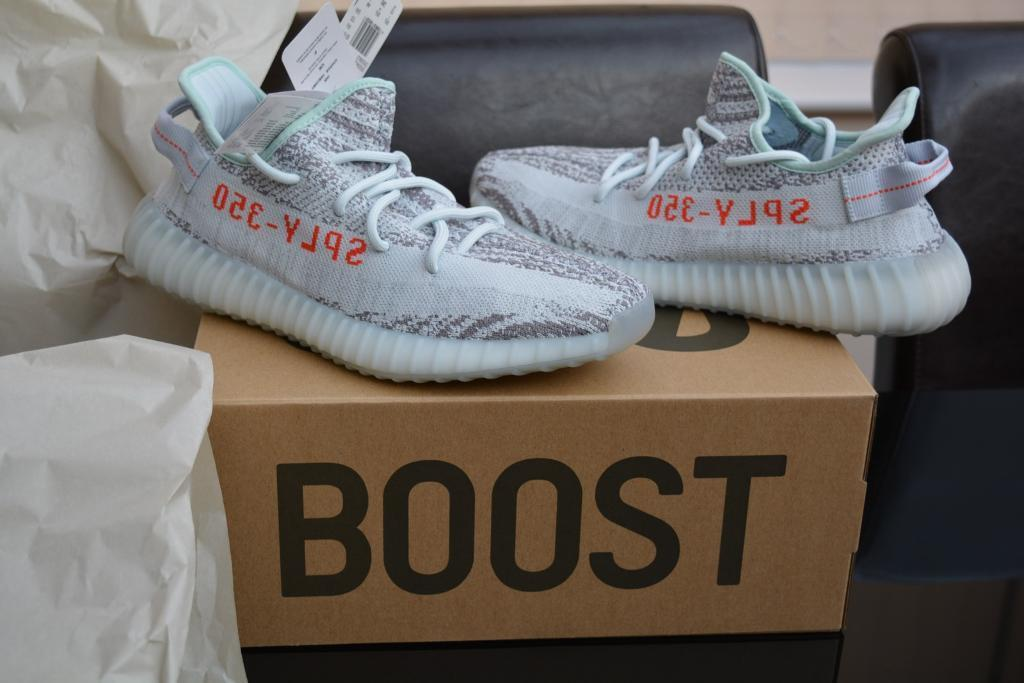 Adidas Yeezy Boost 350 V2 - UK Size 9.5 - Blue Tint   Grey Three   Hi-Res  Red 61a861516